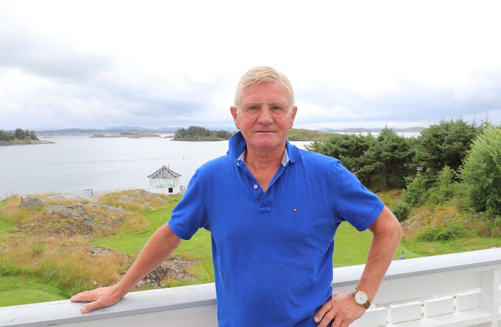 – Det er fantastisk å være pensjonist, fortel den nylege avgåtte ambassadøren Karsten Klepsvik frå hyttealtanen sin på Bakkasund