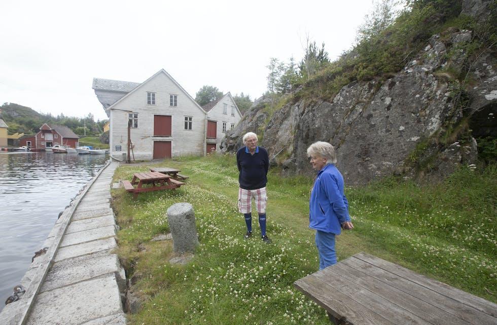 Bente og Ola M. Johannessen har trykt Kvalvågen til brysta sine sidan 1962. No går dei i brodden for å redda kai og Trelasten, som har lagt i brakk i kring 100 år.