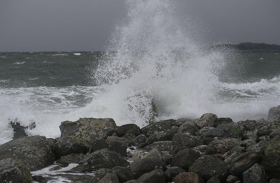 Det er framleis venta mykje vind langs kysten dei neste dagane. Foto: Marit Hommedal / NTB / NPK