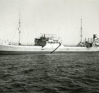 """M/T """"Borgny"""" vart seinka like nord for Austevoll av Sjur Nordmann Østervold, Per Danielsen og resten av mannskapet på MTB 56. Foto: Norsk maritimt museum."""